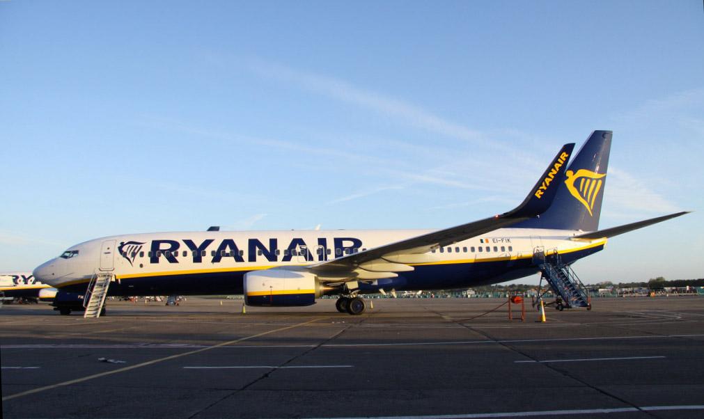 Ryanair Boeing 737-8MD (W) EI-FIK (Tex Johnson)