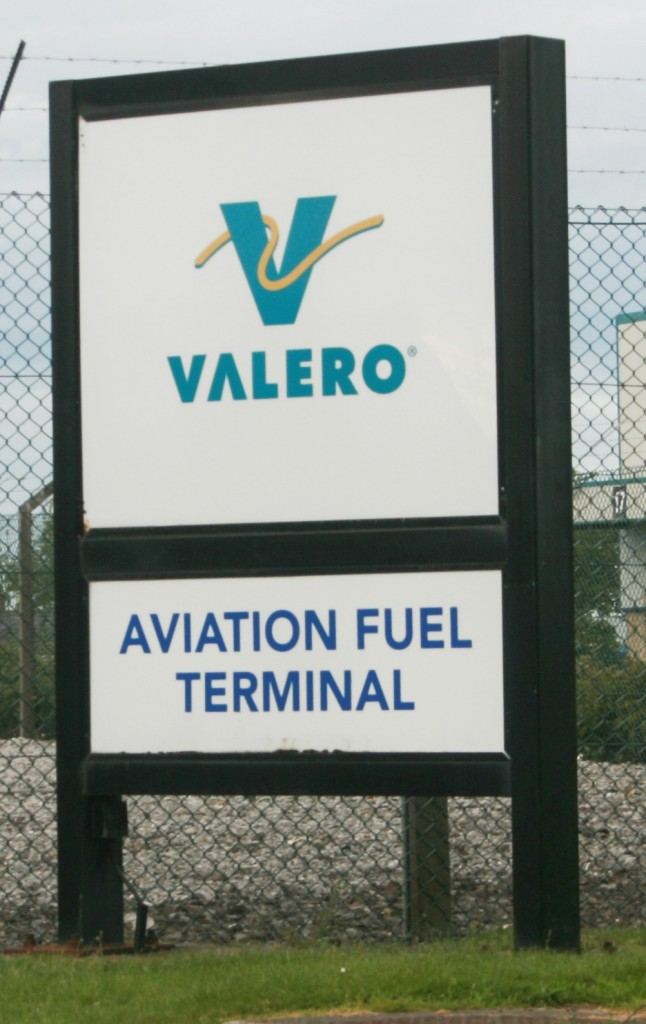 Fuel storage at the airport (IMG2322 JL)