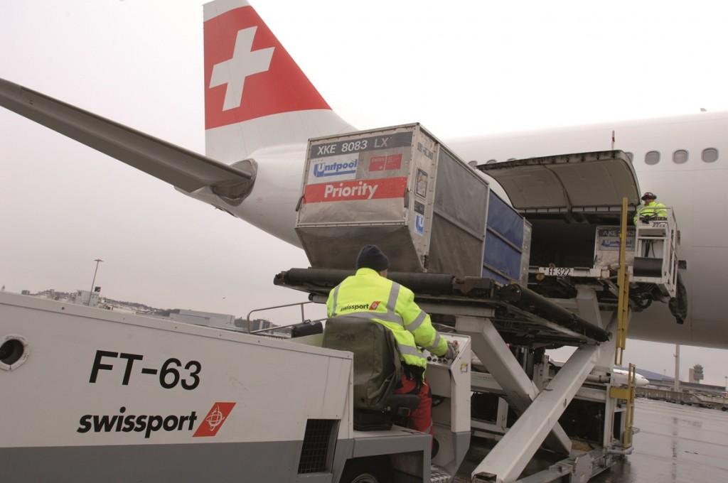 Swissport aircraft unloading