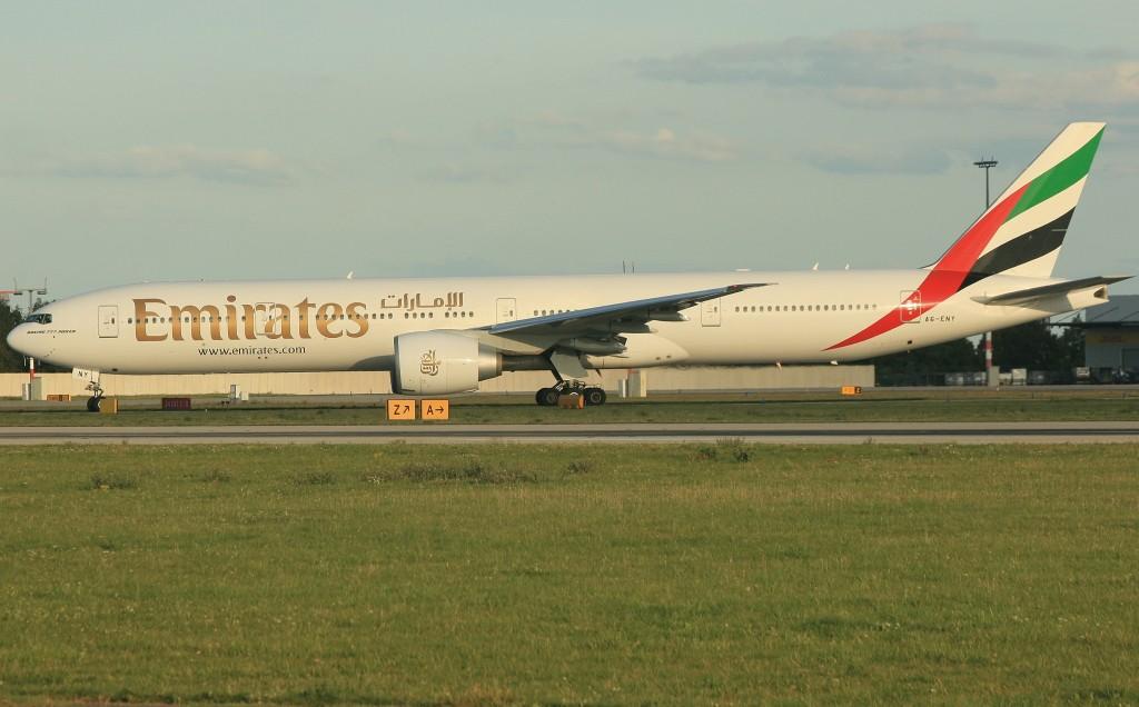 Emirates Boeing 777-300 ER (IMG6148 JL)