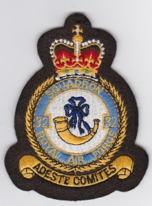 No 32 (The Royal) Squadron crest
