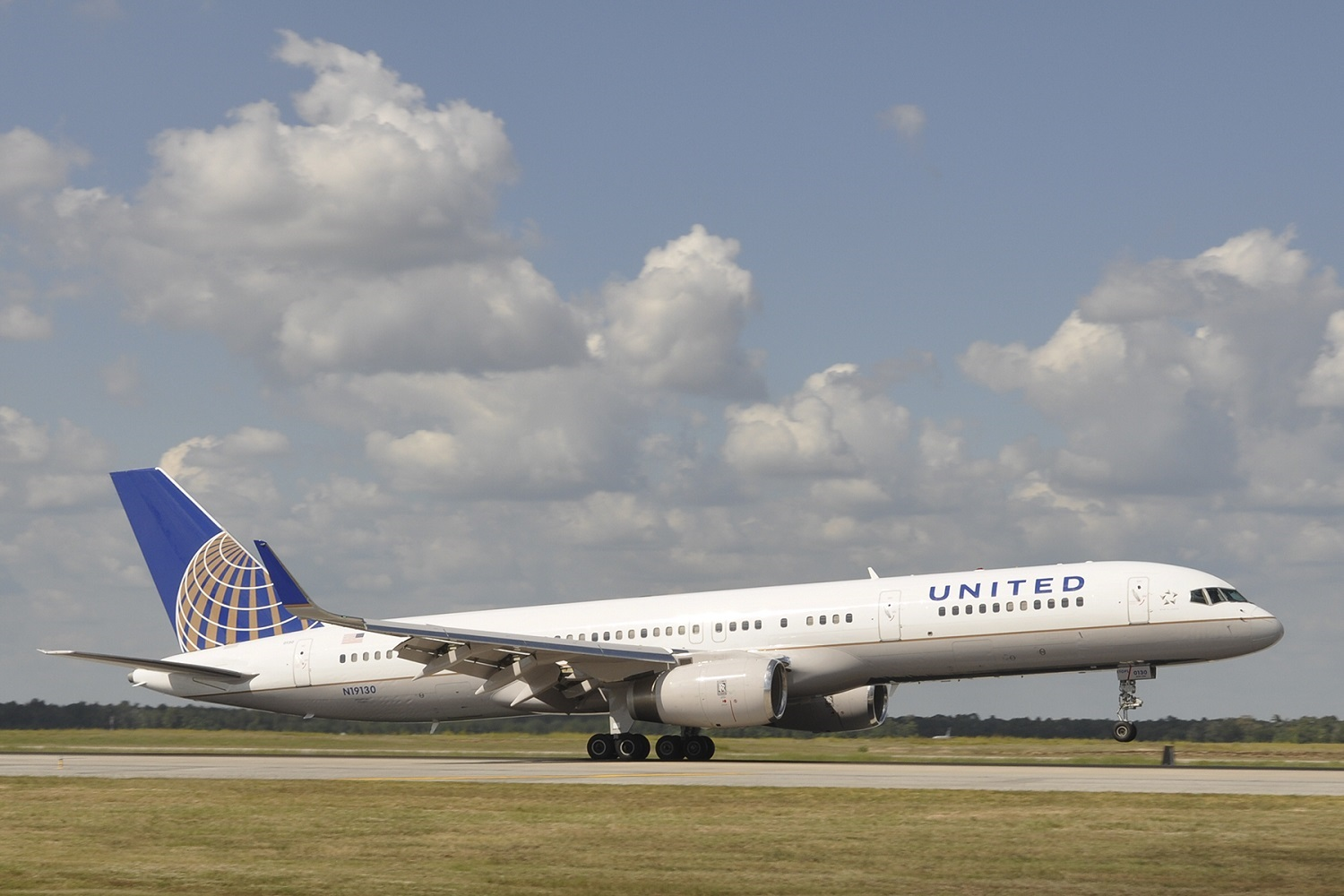 United Airlines Boeing 757 take off