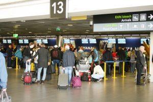 Dublin Airport passengers (IMG1879 JL)