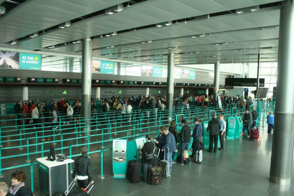 Dublin Airport passengers (IMG1908 JL)