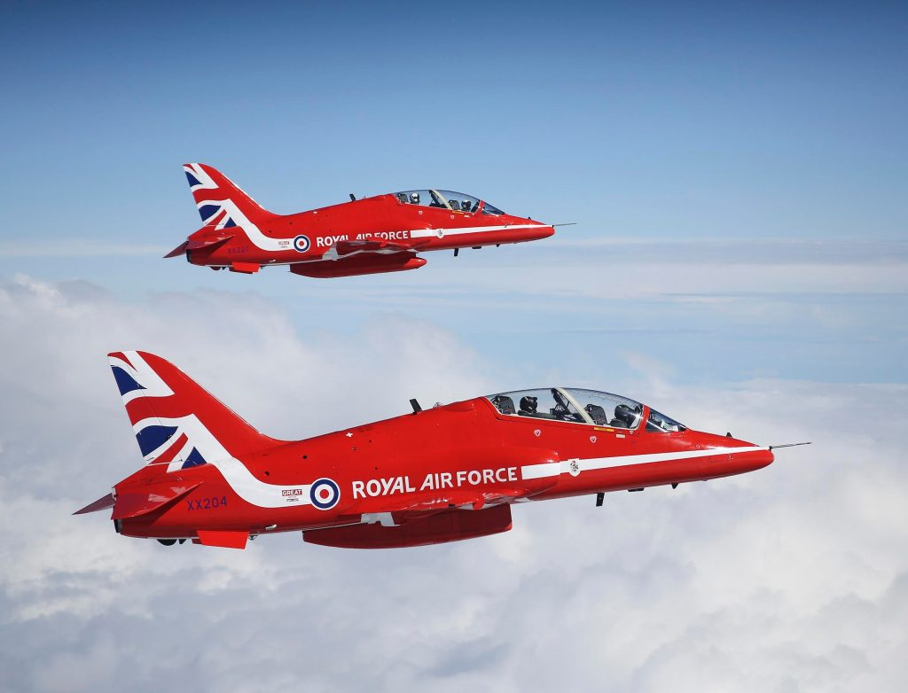 RAF Red Arrows in flight (RAF 20150918-904-082)