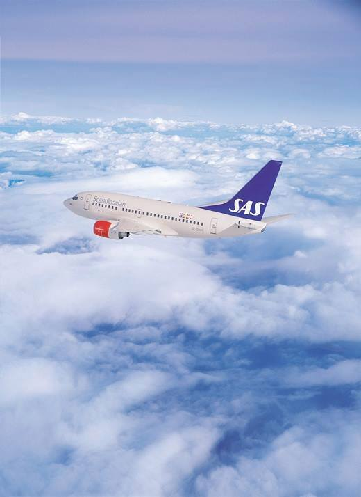 SAS Boeing 737 in flight
