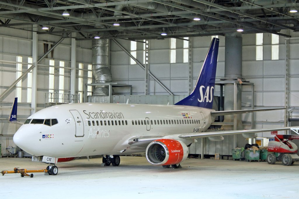 SAS Boeing 737 in hangar