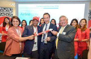 Air Asia announcementat Farnbough (Airbus A.Doumenjou)