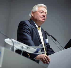 Airbus John Leahy Farnborough press_conference (A. Doumendou - Airbus Industrie)