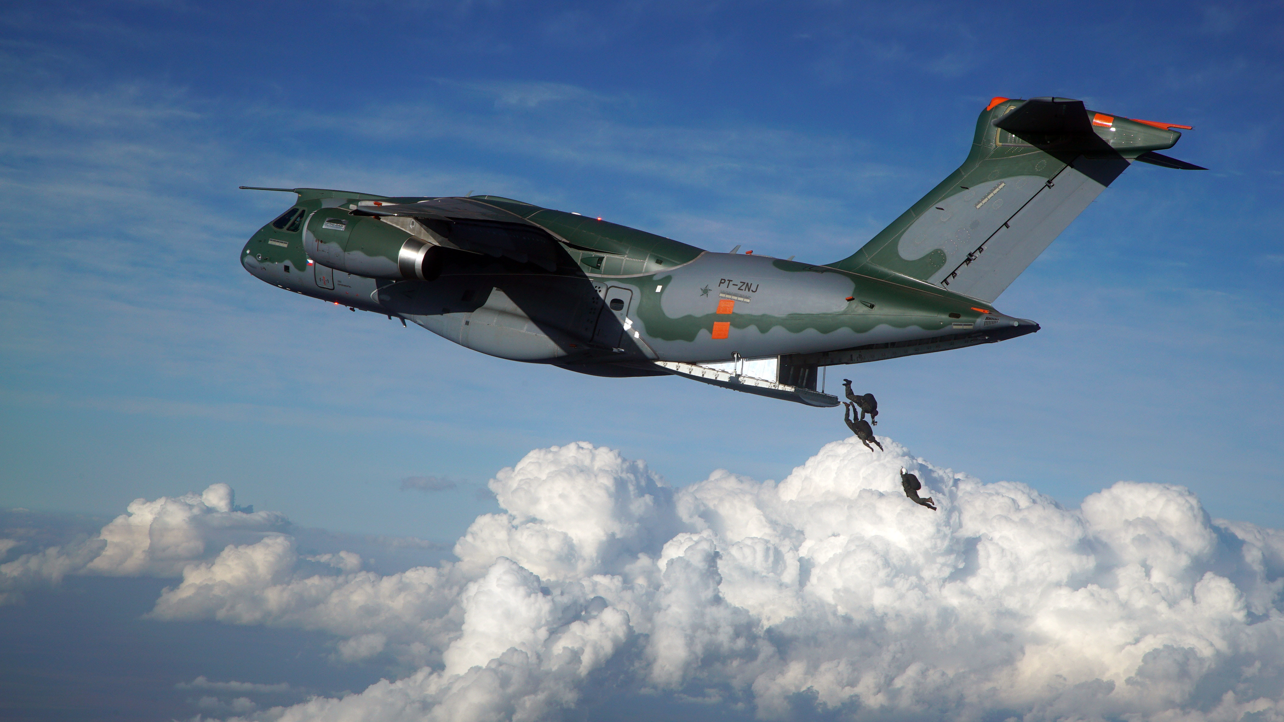 The Embraer Kc 390 Taking On The Heavy Weights Article