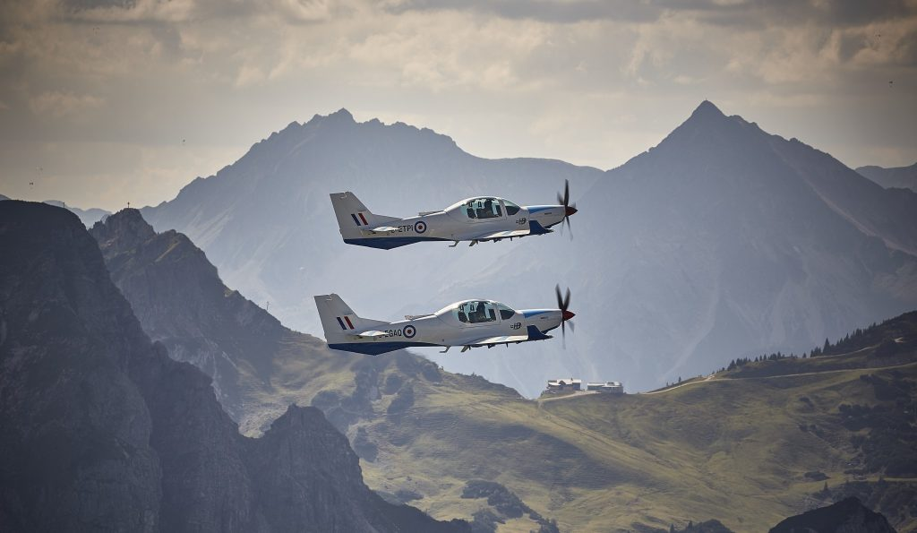 affinitys-grob-120tp-formation-with-mountain-background